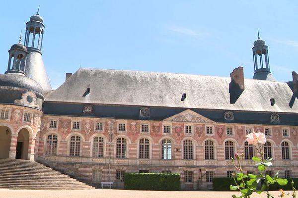 Le château de Saint-Fargeau accueille de nouveau des visiteurs.