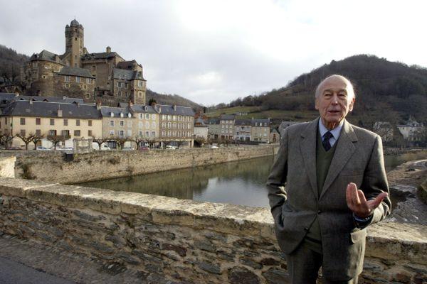 En 2005, Valéry Giscard d'Estaing, son frère Olivier et leur cousin Philippe achète le château d'Estaing à la commune homonyme.