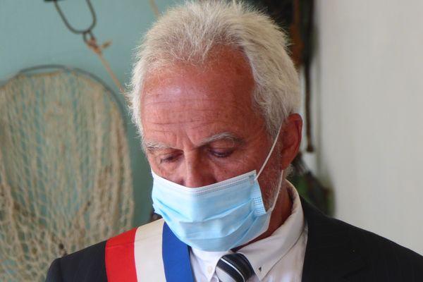 Didier Fouquet, 65 bloaz, zo bet dilennet maer nevez Enez-Sun da geñver bodadeg disforan ar c'huzul-kêr disadorn.