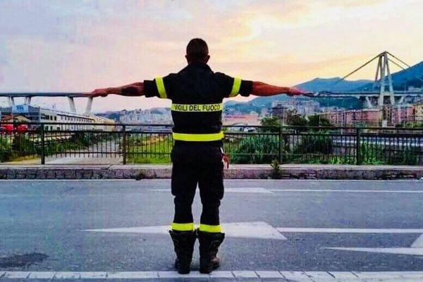 """""""Honorer la mémoire, obtenir justice, reconstruire l'avenir: GENOA, nous sommes là!"""" c'est le message et la photo postés par Matteo Salvini ministre de l'intérieur"""