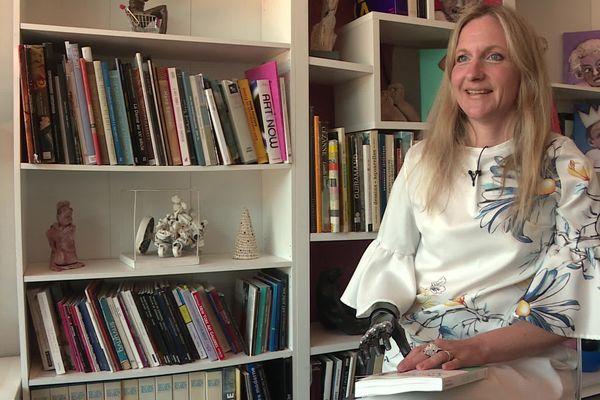 Priscille Deborah vit aujourd'hui dans le Tarn. elle vient de publier un livre pour raconter son retour à la vie après avoir été amputée.