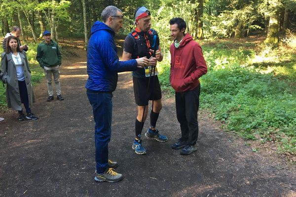 Kilian Jornet au sommet du Puy-de-Dôme lors de la Volvic Volcanic Experience, à la rencontre des participants