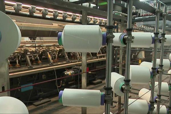 L'usine de Buire-Courcelles est spécialisée dans la production d'entoilage, un textile technique qui se trouve dans la doublure des vêtements.