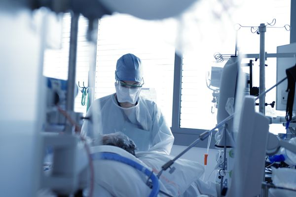Dans le service de réanimation de l'hôpital de Nancy, lundi 12 avril 2021.