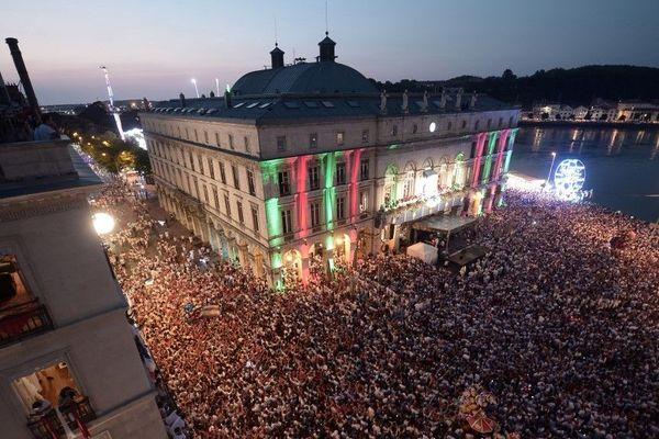 La foule des festayres lors de l'ouverture des Fêtes le 25 juillet 2018 à Bayonne.