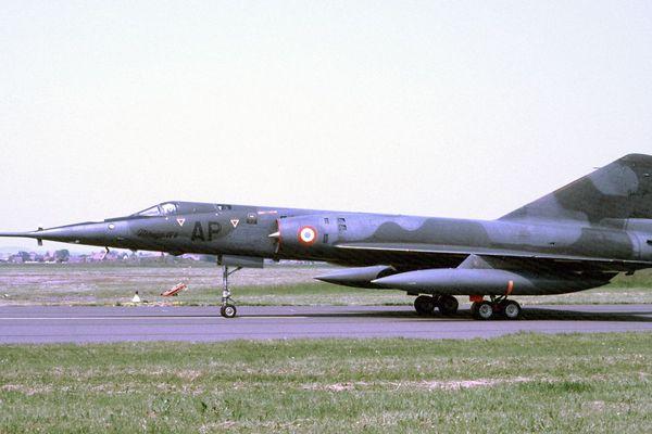 (Archives) Mirage IV-A, un bombardier stratégique français ici sur la base de Châteaudun (Eure-et-Loir). Du fait de son activité, la base aérienne de Châteaudun accueillait pratiquement tous les types d'aéronefs utilisés par l'Armée de l'air.