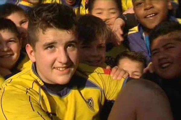 A 11 ans, Enzo est un jeune garçon hors norme. Il mesure 1,84 mètre et pèse plus de 90 kilos. Il vient d'intégrer l'équipe des moins de 12 ans de l'ASM Clermont Auvergne.