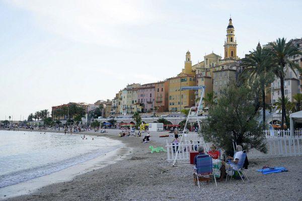 Sur le littoral de la Côte d'Azur, les températures pourraient aller jusque 40 degrés samedi 14 août.