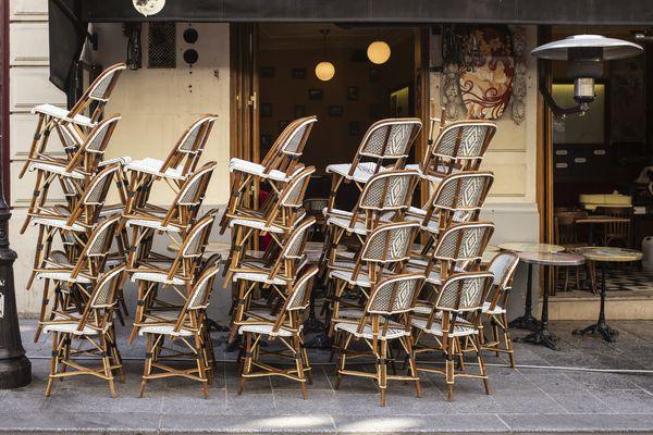 ILLUSTRATION - Les bars et restaurants insulaires devront dès à présent et jusqu'au 18 octobre fermer à minuit.