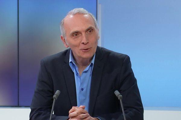 Stéphane Delpeyrat, candidat de gauche, à Saint-Médard-en-Jalles près de Bordeaux.