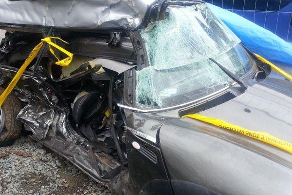 La voiture des jeunes gens après l'accident entreposée dans un garage d'Usseau (79).