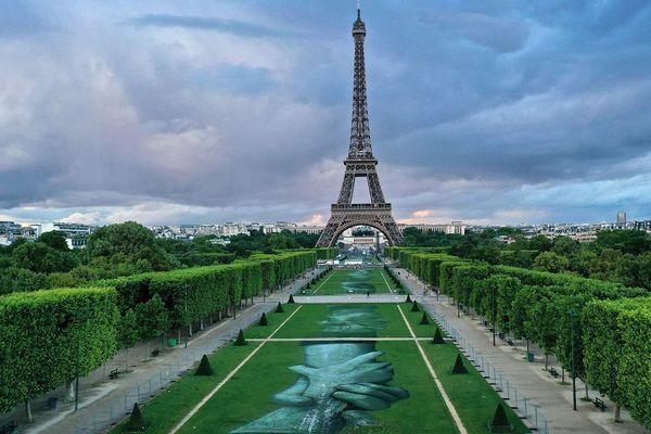 Deux femmes ont été agressées au couteau dimanche soir près de la tour Eiffel.