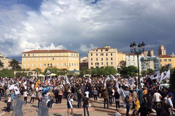 L'arrivée de la manifestation pour la libération des prisonniers politiques place du Diamant à Ajaccio.