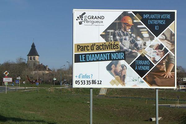 La zone du Diamant Noir (ne pas confondre avec le camping libertin) propose aussi des terrains pour les artisans et entreprises