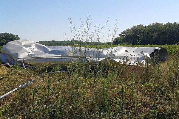 Vauvert (Gard) - une cuve à alcool de la vinaigrerie Charbonneaux Brabant a explosé. Elle a été projetée à plusieurs mètres - 11 août 2015.
