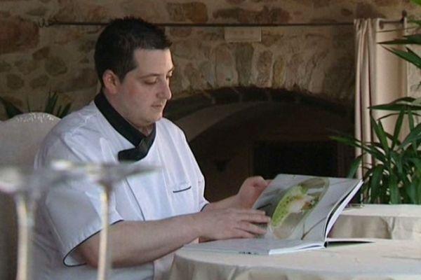 Une étoile au Michelin en 2011, finaliste de l'émission Top Chef 2012, Cyrille Zen, jeune chef Puydômois s'est trouvé un nouvel outil de promotion : un livre de cuisine.