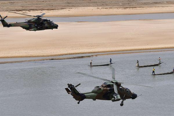 Deux hélicoptères de l'opération Barkhane au Mali.