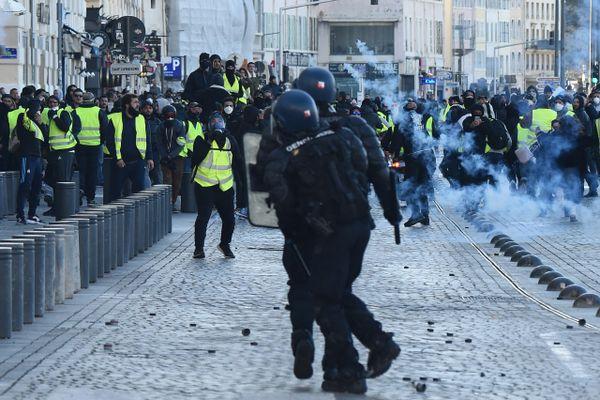 Les manifestations du 8 mars à Marseille ont été marquées par de violents affrontements entre forces de l'ordre et gilets jaunes