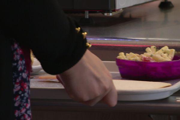 Les restaurants universitaires d'Amiens ont rouverts le 8 juin. La possibilité pour les étudiants précaires de manger correctement.