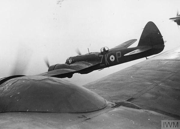 Des bombardiers Bristol Blenheim du Squadron 25, photographiés en vol en avril 1940/
