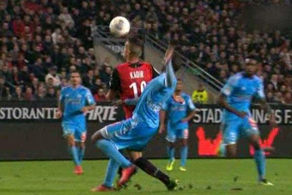 Image arrêtée de l'action qui a conduit au penalty.