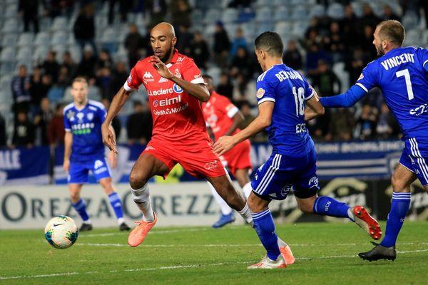 Le SC Bastia remporte la victoire et la première place du championnat.