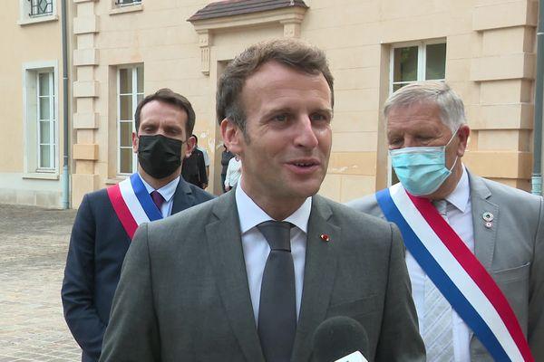 Le président de la République Emmanuel Macron s'est rendu à Chateau-Thierry pour célébrer les 400 ans de Jean de La Fontaine et promouvoir la langue française