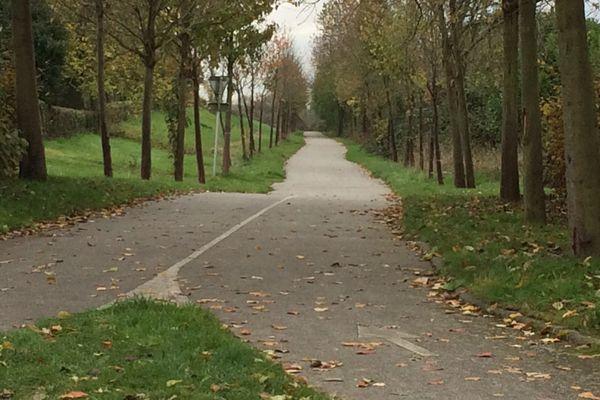 C'est sur cet axe de la voie verte au Neubourg (Eure,) que le corps sans vie du jeune plombier de 20 ans a été retrouvé il y a une semaine par une promeneuse.