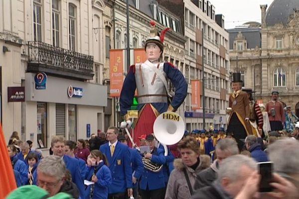 Les géants ont déplacé les foules à Tourcoing pour une parade sur 2 kilomètres.