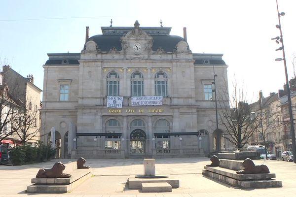 Des banderoles pour défendre la culture et demander la réouverture des lieux culturels.