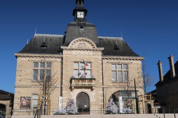 L'issue des élections est incertaine pour l'une des plus vieilles mairies communistes de France, Saint-Pierre-des-Corps