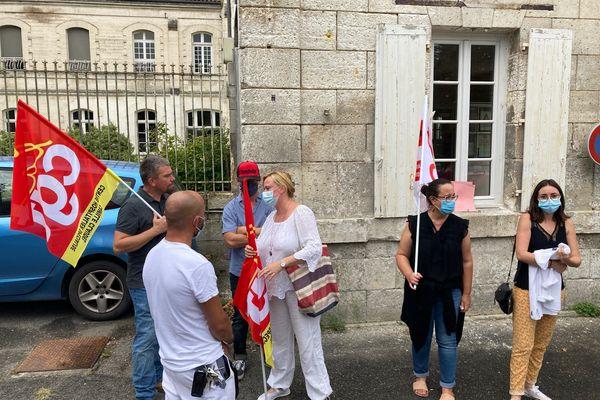 Manifestation du personnel soignant opposé à l'obligation vaccinale, ce mardi, à Angoulême.