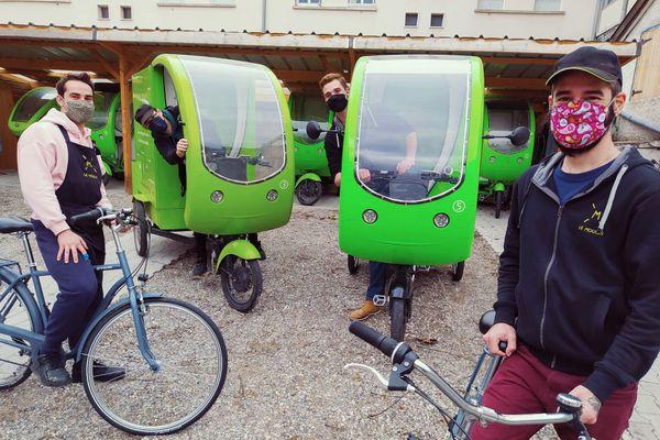 """La livraison des commandes se fait par tricycles à assistance électrique : """" """"On livre au pied des bureaux des CSP ou CSP + qui travaillent en périphérie de la ville, dans des zones où on trouve peu de restauration rapide, et auxquels on apportait une solution. La majeure partie deces clients travaille à domicile en ce moment"""""""