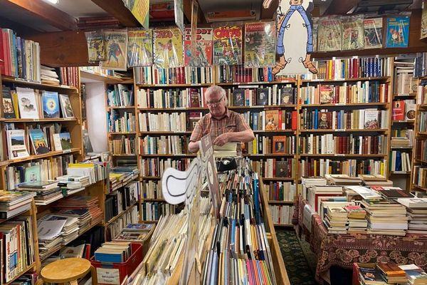 Montolieu - Dans les librairies de ce village, on trouve principalement de vieux livres d'occasion - 01.07.20