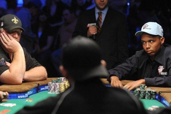 Phil Ivey, à droite, est considéré comme le meilleur joueur de poker au monde