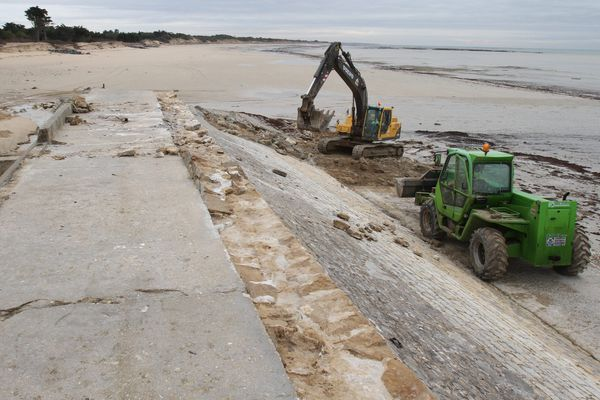 Ile de Ré : travaux de remise en état des digues frappées par la tempête Xynthia