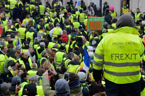 Lors de la manifestation à Bourges le 12 janvier dernier, entre 7 et 8 000 manifestants s'étaient rassemblés, dont dont 6 à 700 casseurs selon la préfecture.
