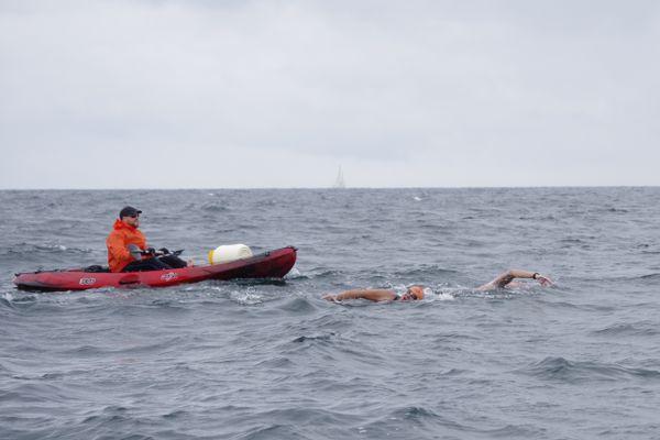 Les quatre nageurs sont partis de l'Île-d'Yeu vers 8 heures du matin ce 3 août (photo) et devraient atteindre les côtes de Noirmoutiers vers 16-17 heures.