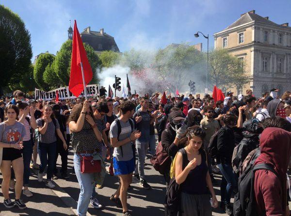 Les étudiants en tête du cortège de la manifestation de ce 19 avril à Rennes