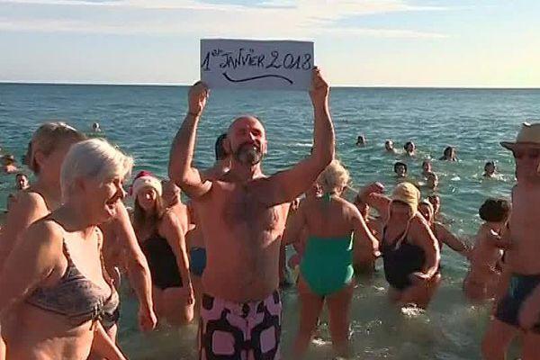 Argelès-sur-Mer (66) : le premier bain de l'année - 1er janvier 2018.
