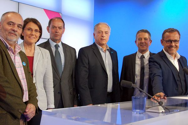 Patrick Grimbert (FI), Laurence Dumont (PS), Guénhaël Huet (LR) et Raymond Herbreteau (FN) avec Franck Besnier et Chaunu sur le plateau de Dimanche en politique du 21 mai 2017