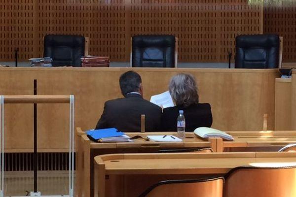 Les époux Navarro lors de la suspension d'audience le 7 juin 2016