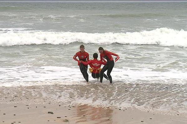 Session dans les forts courants sur la plage de Gwen drez à Plouhinec