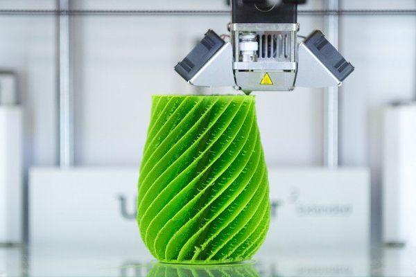 Une imprimante 3D à la cité de l'objet connecté d'Angers
