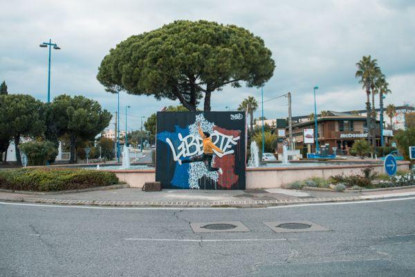 Jérémy Besset a été choisi par le festival de street-art antibois et Jean Leonetti pour rendre hommage à Samuel Paty.