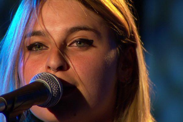 La jeune rockeuse icaunaise Victoria Thoizon
