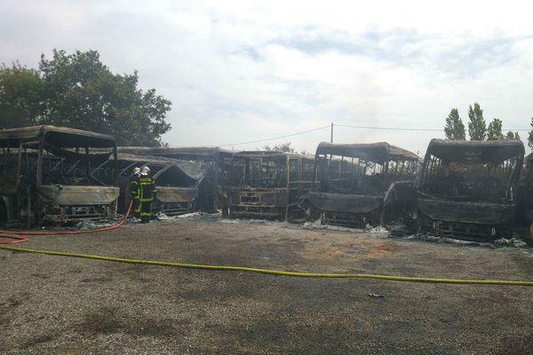 Un incendie a ravagé une dizaine d'autocars à Saint-Lys, près de Toulouse. juillet 2021.