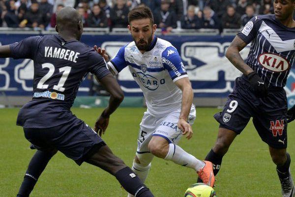 Le défenseur latéral gauche du SC Bastia (Ligue 1) Julian Palmieri s'est engagé pour deux ans avec Lille, a-t-on appris vendredi auprès du club nordiste.