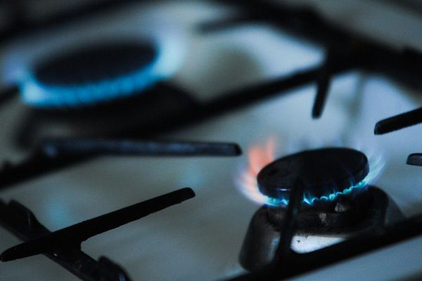 La femme de 65 ans a été victime d'un retour de flammes de sa gazinière, selon les premiers éléments de l'enquête (image d'illustration)
