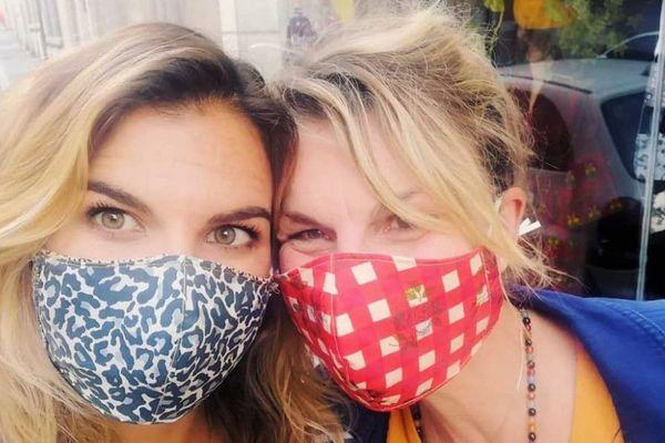 Nathalie De Belleval rend le masque obligatoire, joyeux et coquet.